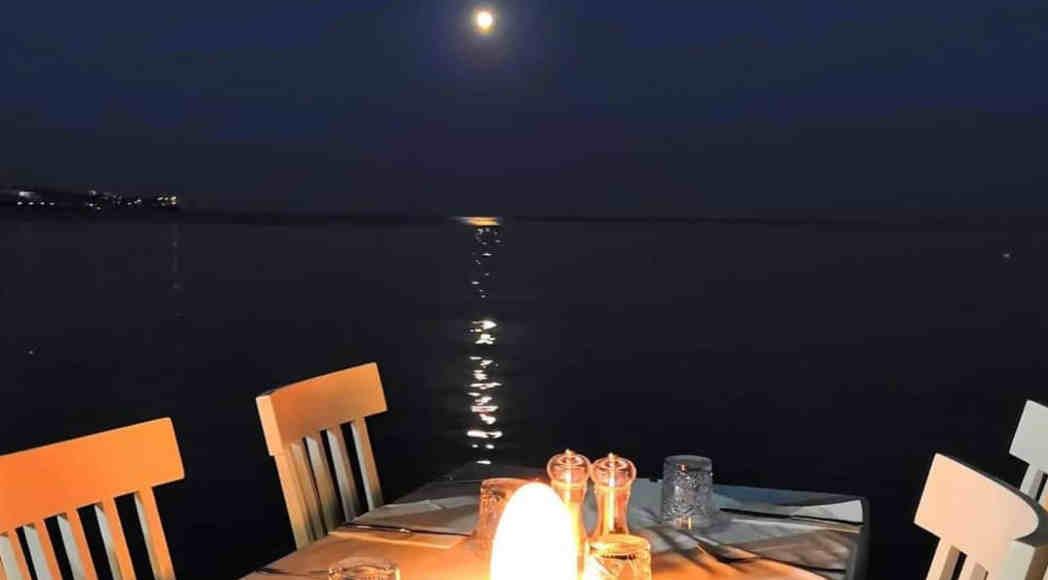 moonlight-dinner